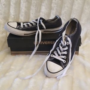 Used Unisex Converse Tennis Shoes size 7 womens